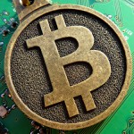 Infundiendo miedo y desinformación sobre Bitcoin en la radio pública